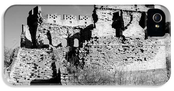 Great Wall Of China - Watchtower Black And White IPhone 5 Case by Brendan Reals