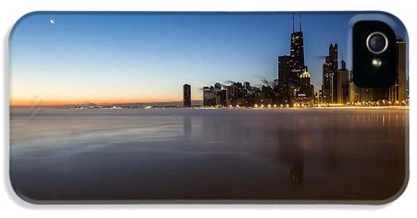 icy crescent moon dawn scene in Chicago IPhone 5 Case