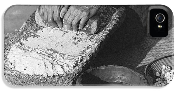 Indains Making Corn Flour IPhone 5 Case by Underwood Archives Onia