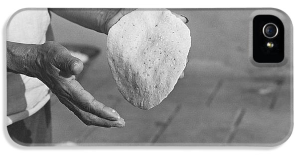 Indian Woman Making Tortillas IPhone 5 Case by Underwood Archives Onia