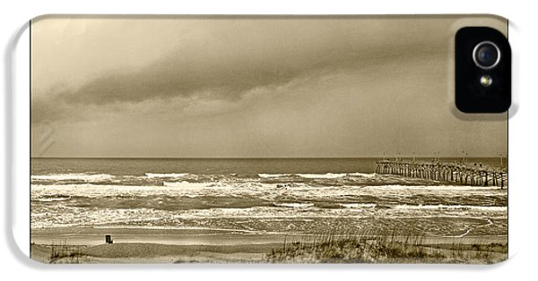 Island Storm IPhone 5 / 5s Case by Betsy Knapp