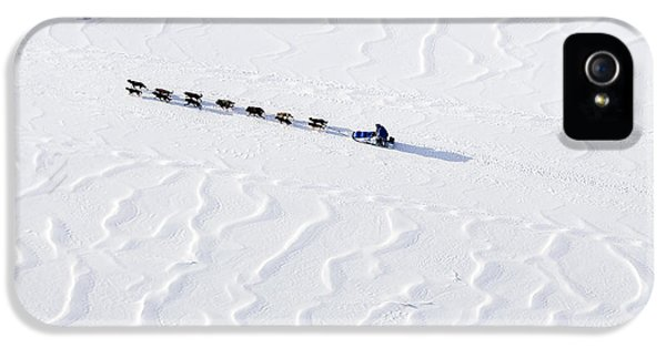 John Bakers Team Running Down Frozen Yukon River  IPhone 5 / 5s Case by Jeff Schultz