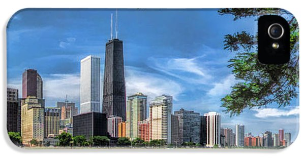 Hancock Building iPhone 5 Case - John Hancock Chicago Skyline Panorama by Christopher Arndt