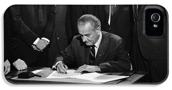 Lbj Signs Civil Rights Bill IPhone 5 Case by Underwood Archives Warren Leffler
