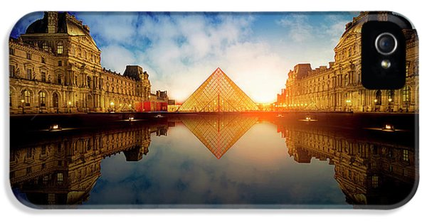 French iPhone 5 Case - Le Louvre by Massimo Cuomo