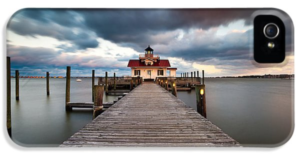 Lighthouse - Outer Banks Nc Manteo Lighthouse Roanoke Marshes IPhone 5 Case by Dave Allen