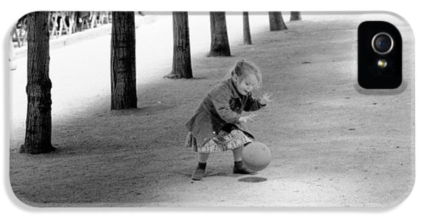 Little Girl With Ball Paris IPhone 5 Case by Dave Beckerman