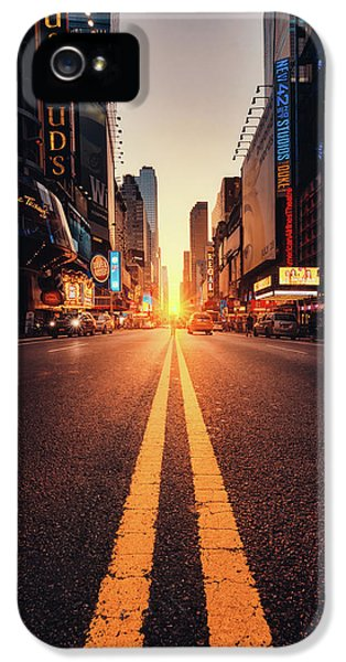 Times Square iPhone 5 Case - Looking For The Sunset In Nyc! by Javier Del Cerro