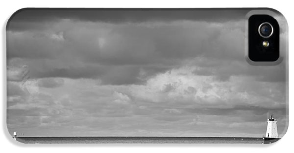 Ludington Black And White IPhone 5 Case by Sebastian Musial