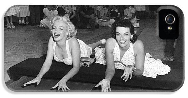 Marilyn Monroe And Jane Russell IPhone 5 / 5s Case by Underwood Archives
