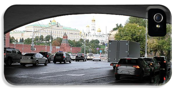 Moscow Kremlin Seen Through The Archway Of Greater Stone Bridge In Moscow I IPhone 5 Case