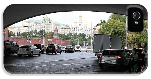 Moscow Kremlin Seen Through The Archway Of Greater Stone Bridge In Moscow I IPhone 5 / 5s Case by Anna Yurasovsky