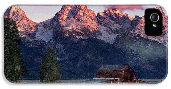 Moulton Barn IPhone 5 Case by Leland D Howard