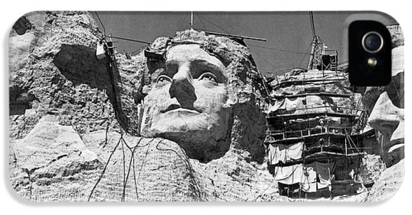 Mount Rushmore In South Dakota IPhone 5 / 5s Case by Underwood Archives