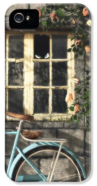 Nesting IPhone 5 Case by Cynthia Decker