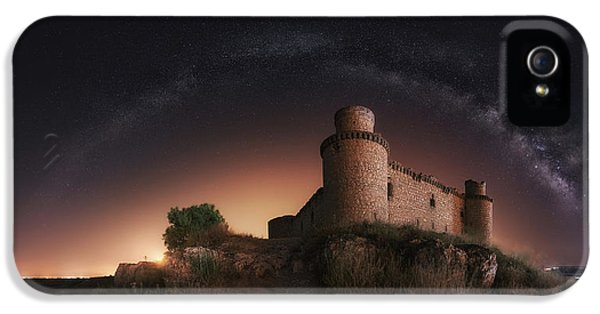 Castle iPhone 5 Case - Night In The Old Castle by Iv?n Ferrero