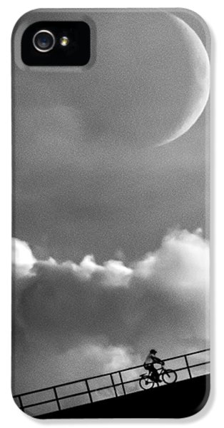 Moon iPhone 5 Case - No Turning Back by Bob Orsillo