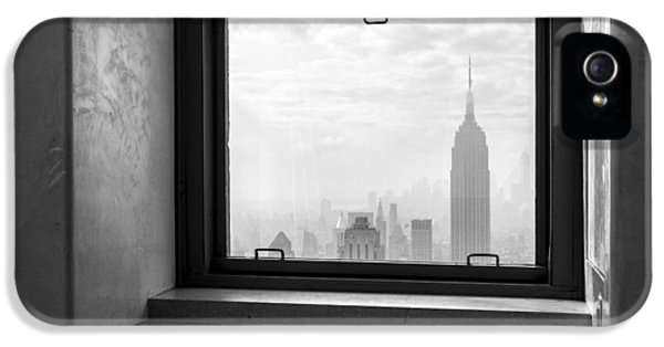 Nyc Room With A View IPhone 5 Case by Nina Papiorek