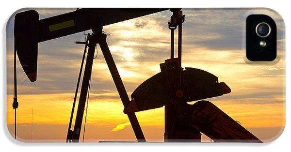 Oil Pump Sunrise IPhone 5 Case