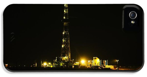 Killdeer iPhone 5 Case - Oil Rig by Jeff Swan