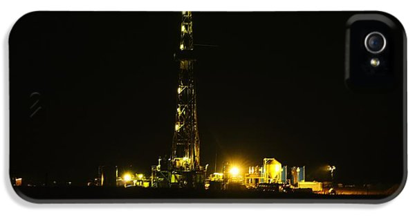 Oil Rig IPhone 5 Case by Jeff Swan