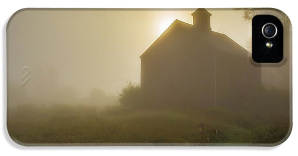 Etna iPhone 5 Case - Old Barn Foggy Morning by Edward Fielding