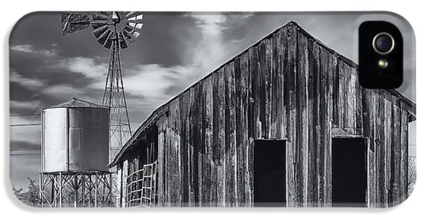 Old Barn No Wind IPhone 5 Case by Mark Myhaver