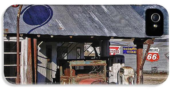 Old Gas Cabin IPhone 5 / 5s Case by Marvin Blaine