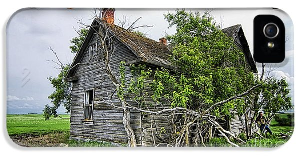 Old Wood House IPhone 5 Case by Marvin Blaine