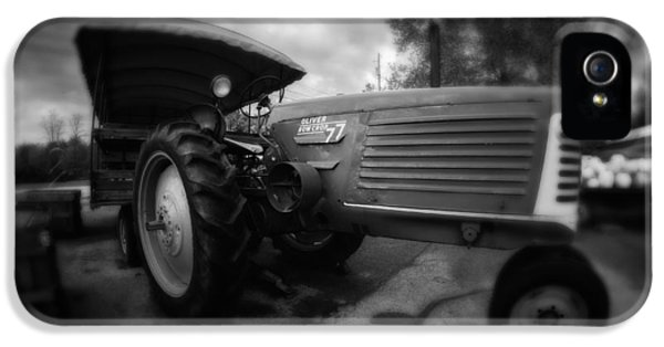 Oliver Tractor iPhone 5 Case - Oliver No77 Bw by Michael Demagall