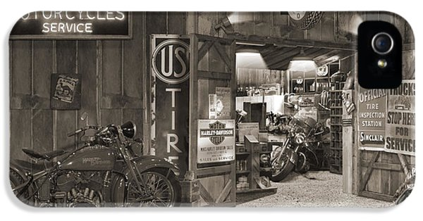Outside The Old Motorcycle Shop - Spia IPhone 5 Case