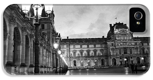 Paris Louvre Museum Lanterns Lamps - Paris Black And White Louvre Museum Architecture IPhone 5 / 5s Case by Kathy Fornal