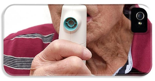 Breathe iPhone 5 Case - Patient Using Aerosure Medic Device by Dr P. Marazzi/science Photo Library