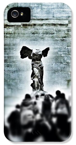 Louvre iPhone 5 Case - Pause - The Winged Victory In Louvre Paris by Marianna Mills