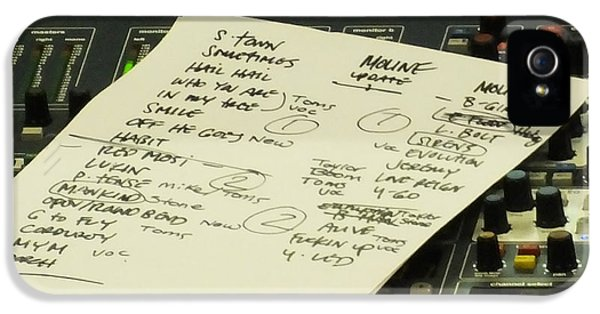 Pearl Jam Set List- Moline IPhone 5 / 5s Case by Gary Koett