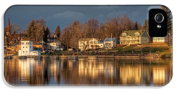 Reflection Of A Village - Phoenix Ny IPhone 5 Case by Everet Regal