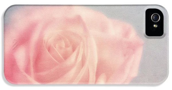 Rose iPhone 5 Case - pink moments I by Priska Wettstein