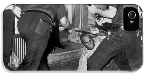 Protester Clubbed In Harlem IPhone 5 / 5s Case by Underwood Archives