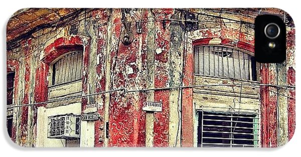 Iger iPhone 5 Case - Ruins - Havana once Upon A Time by Joel Lopez