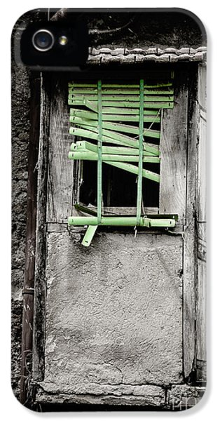 Run Down Part Of Building In Lazio With Broken Venetian Blind At IPhone 5 Case by Peter Noyce