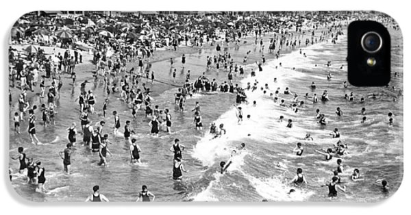 Santa Monica Beach In December IPhone 5 Case by Underwood Archives