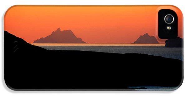 Puffin iPhone 5 Case - Skellig Islands  by Aidan Moran