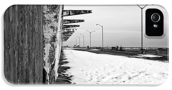 Snow In Asbury Mono IPhone 5 Case by John Rizzuto
