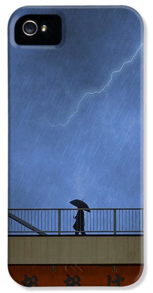 Strolling In The Rain IPhone 5 Case by Juli Scalzi