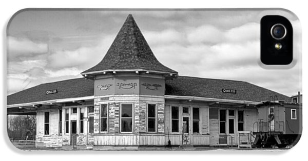 IPhone 5 Case featuring the photograph Sturtevant Old Hiawatha Depot In Hdr by Ricky L Jones