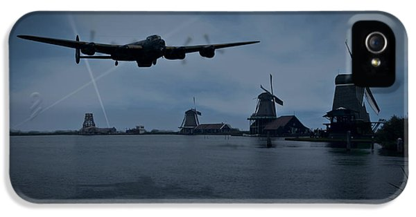 Dambusters Lancaster T For Tommy En Route To The Sorpe IPhone 5 Case