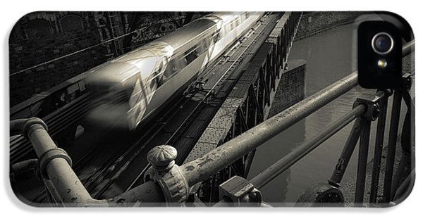 London Tube iPhone 5 Case - The Fast Line by Dragan Jovancevic