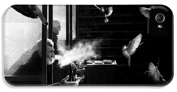Canary iPhone 5 Case - The Man Of Pigeons by Juan Luis Duran