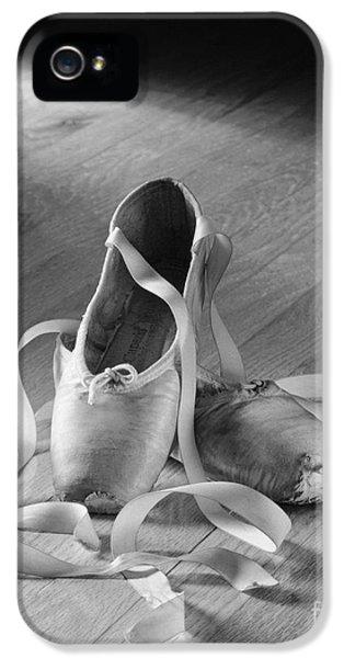 Toe Shoes IPhone 5 Case by Tony Cordoza