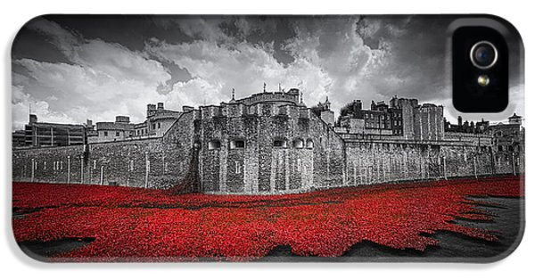 Tower Of London Remembers IPhone 5 Case by Ian Hufton